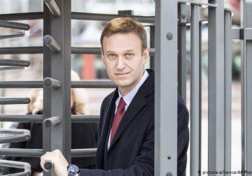 В России проходят массовые обыски у сторонников Навального