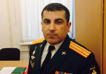 Политрук Агабеков. Замкомандира части, где служит Шаведдинов, причастен к попыткам скрыть гибель призывников