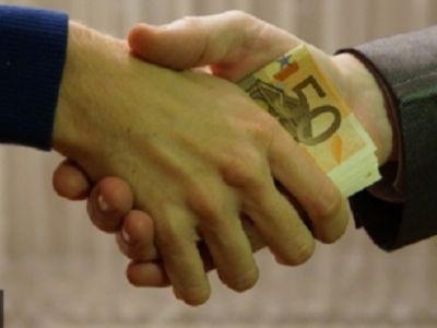 Мосгорсуд отменил приговор экс-главе департамента Минобороны по делу о взятке