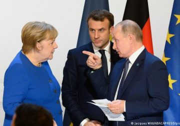 Меркель-Макрон-Путин, или Сеанс односторонней связи