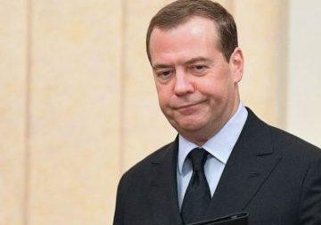 Еще в начале недели Медведев рассчитывал стать спикером Госдумы