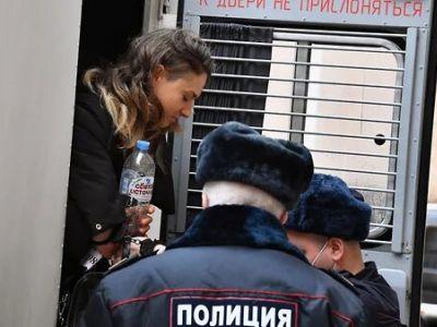Двоих участников митинга в поддержку Навального в Москве приговорили к двум годам колонии